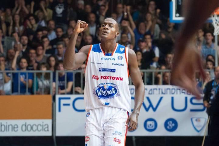 basket-awudu-abass-cantù-fb-pallacanestro-cantù